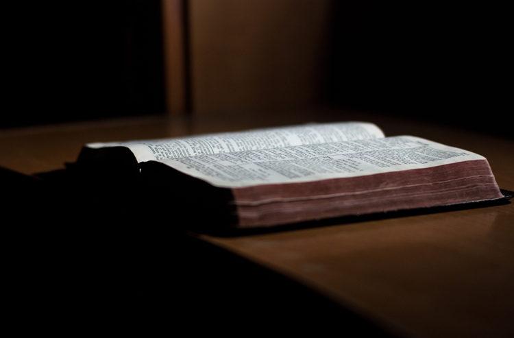 Beendigung der Bibelstunde in Schauenburg-Hoof